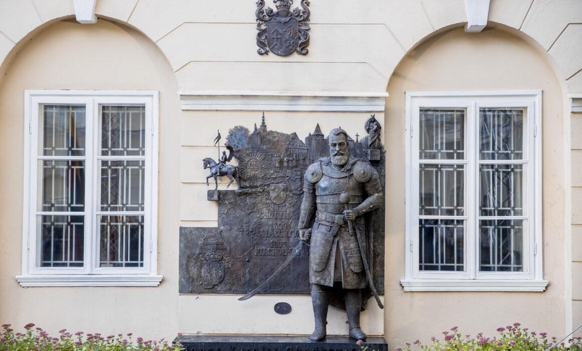 Vilniuje atidengtas paminklas J. K. Chodkevičiui (J. Stacevičiaus (lrt.lt) nuotr.))